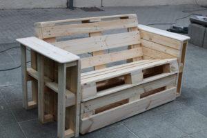 Sitzbank mit Seitenfächern, Rollauszug